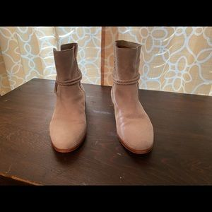 Beautiful Frye boots, very clean, like new!